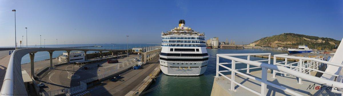 "OK - Puente "" Porta d'Europa "" acceso cruceros Puerto de Barcelona.jpg"
