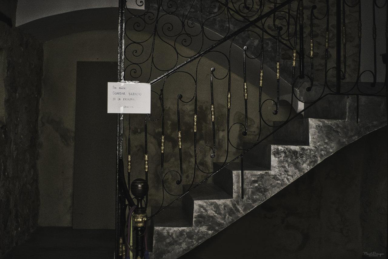 Por favor guardar silencio en la escalera.jpg