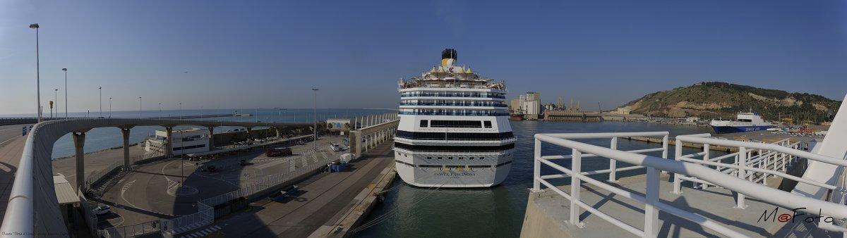 """Puente """" Porta d'Europa """" acceso cruceros Puerto de Barcelona.jpg"""